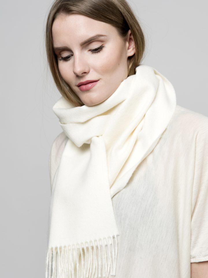 Baby alpakka scarf model