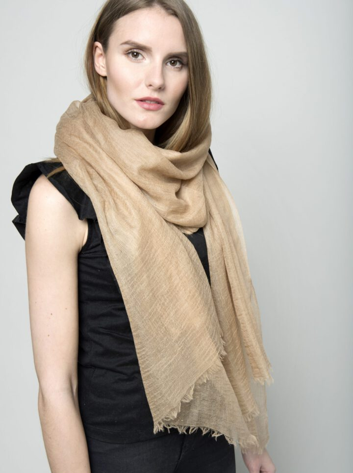 Scarf camel light model