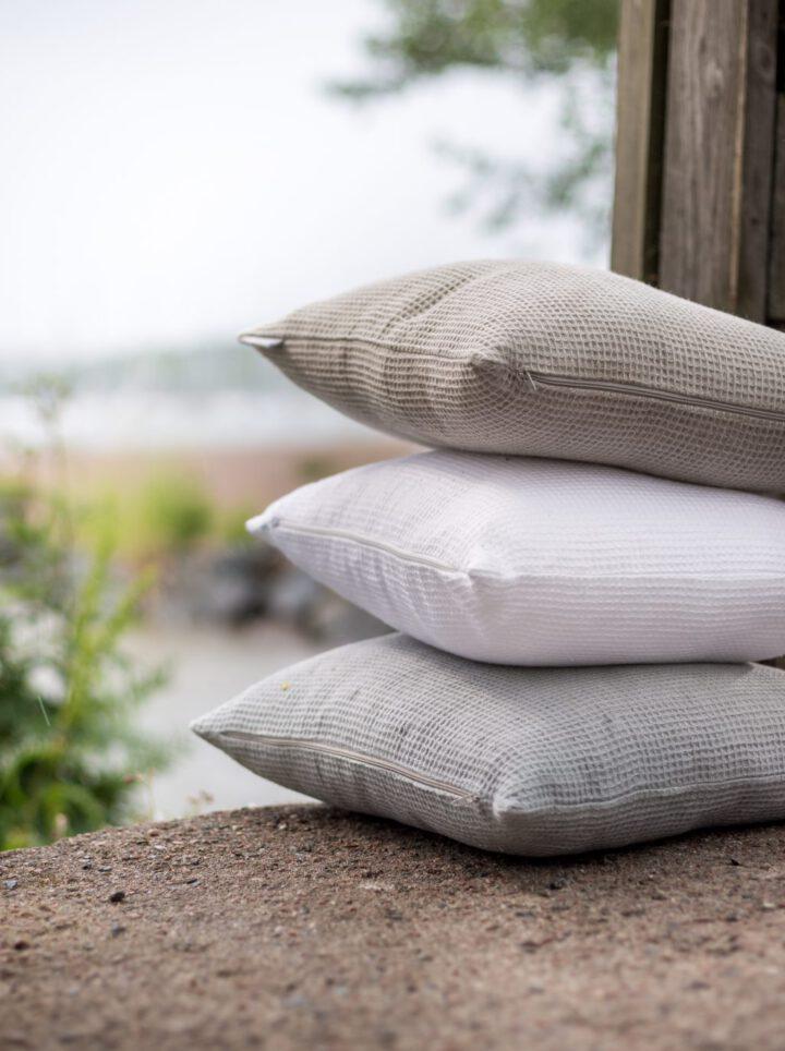 Luoto linen cushions